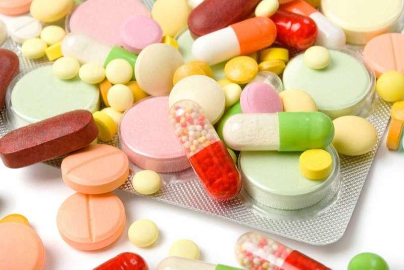 Dùng thuốc tây trị nổi mề đay trên mặt cần chú ý, nghe theo hướng dẫn của dược sĩ, bác sĩ