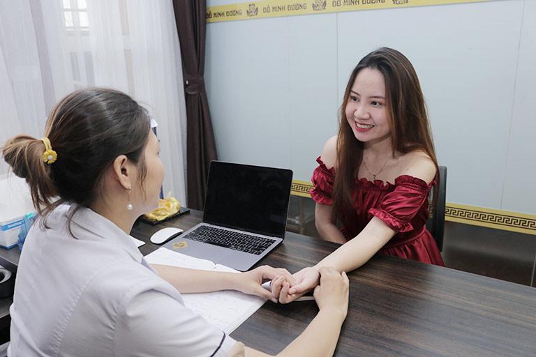 Bệnh nhân tới tái khám tại nhà thuốc Đỗ Minh Đường