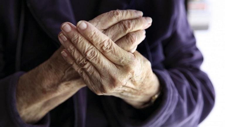 Tuổi cao là một trong số những nguyên nhân chủ yếu gây viêm khớp