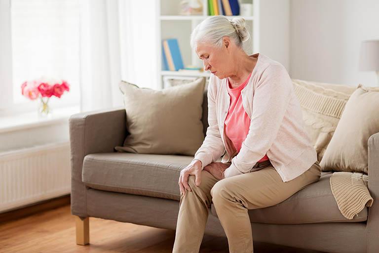 Bệnh viêm khớp gây ra những cơn đau nhức khó chịu tại vùng bị tổn thương