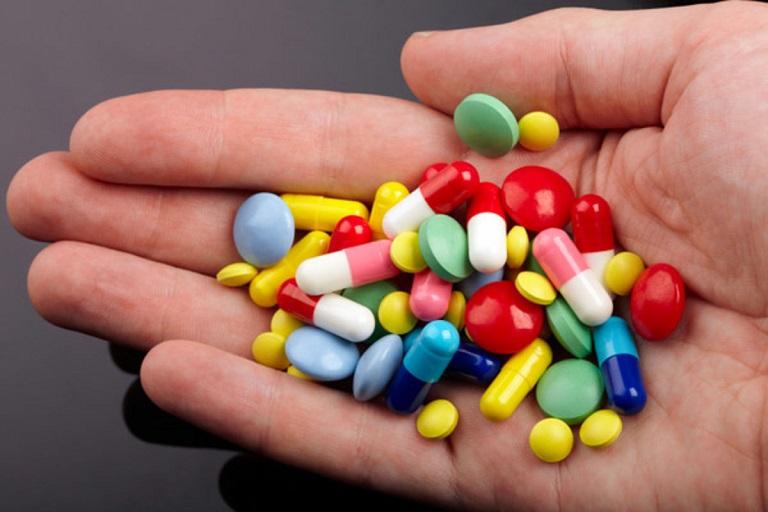 Thuốc Tây y giúp giảm nhanh triệu chứng viêm đau khớp nhưng dễ ảnh hưởng đến sức khỏe