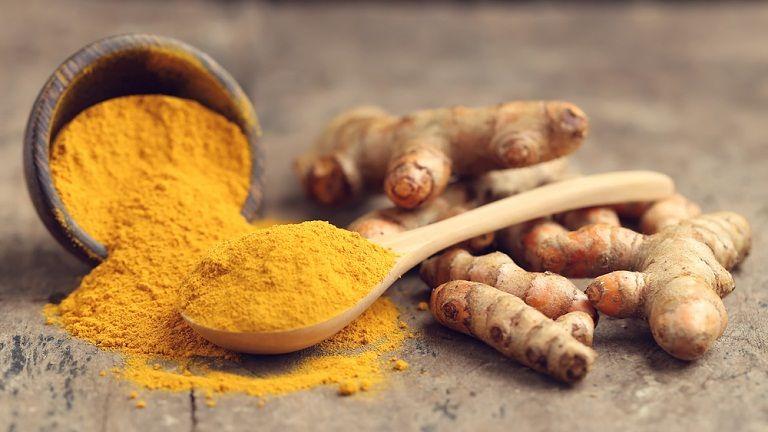 nghệ vàng giúp tái tạo niêm mạc bị tổn thương và chữa viêm loét rất hiệu quả.