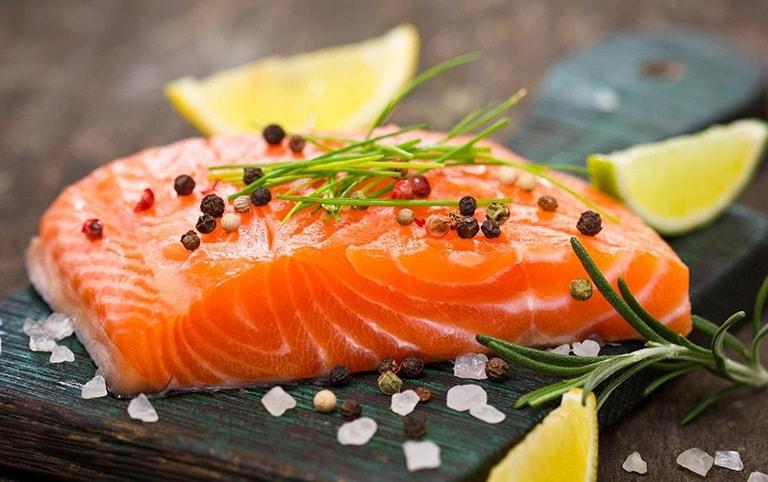 Tăng cường ăn cá biển để bổ sung omega-3