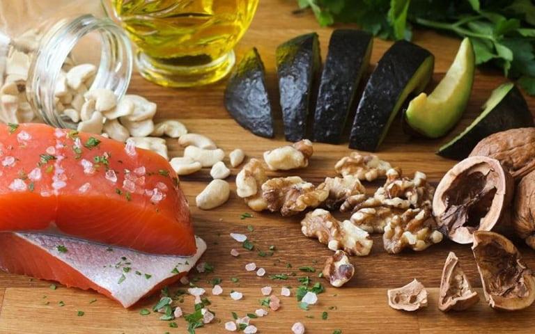 Mọi người cần nắm rõ thoái hóa khớp nên ăn gì, không nên ăn gì để hỗ trợ điều trị