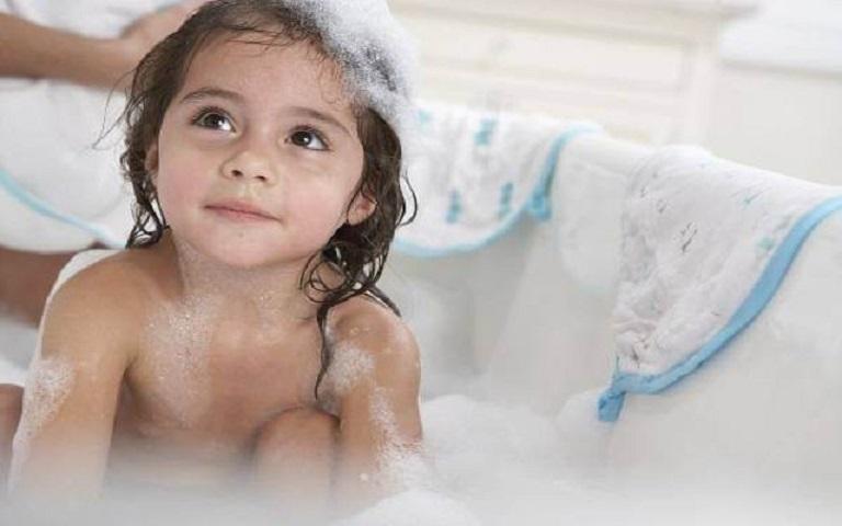 Vệ sinh không đúng cách cũng làm tăng nguy cơ mắc bệnh ở trẻ