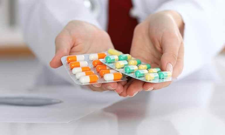 Dùng thuốc Tây y chữa viêm âm đạo mãn tính là lựa chọn của rất nhiều người