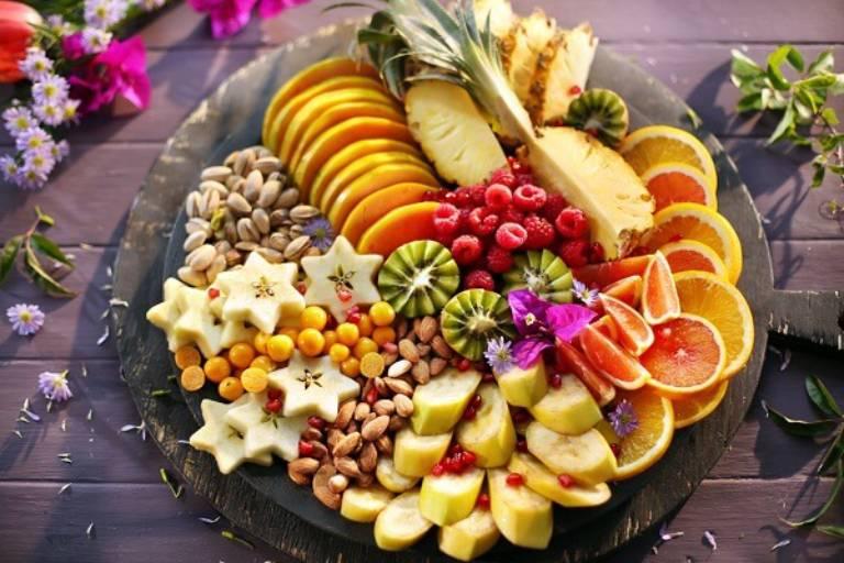 Rau xanh, trái cây sạch giúp ngăn ngừa viêm nhiễm âm đạo