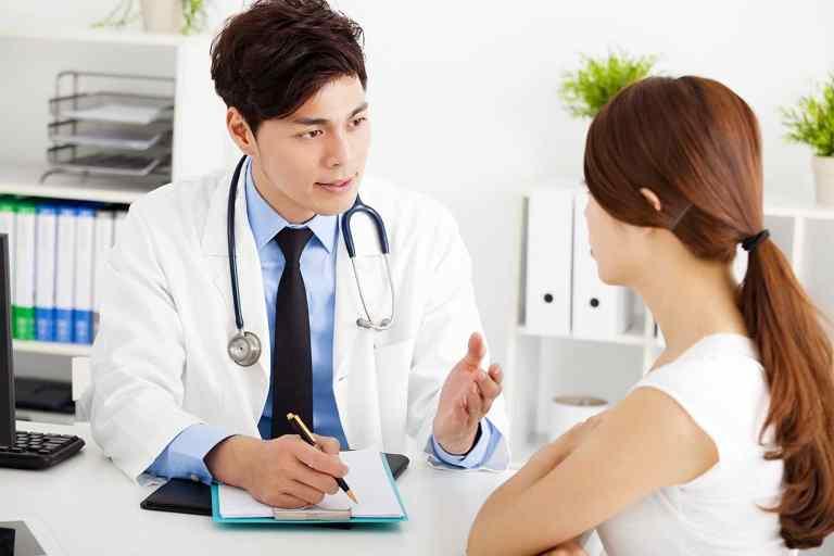 Thăm khám bác sĩ để được chỉ định loại thuốc tốt nhất