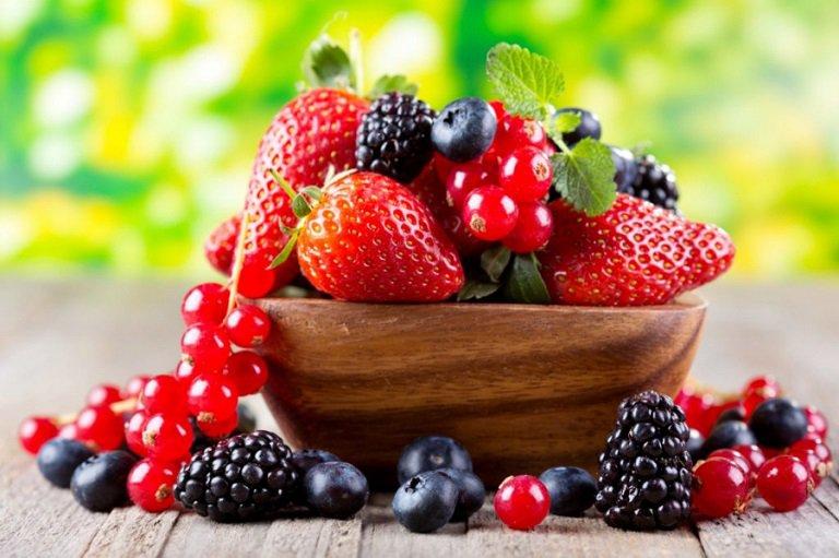Các loại quả mọng chứa nhiều chất chống oxy hóa, giúp giảm viêm và đau nhức