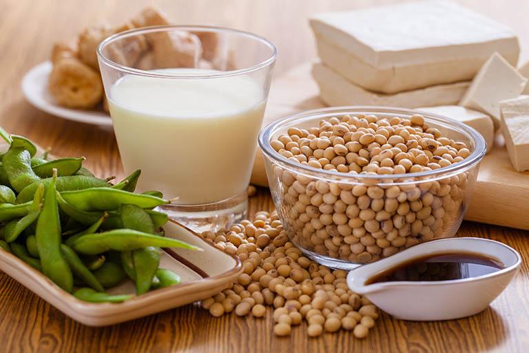 Viêm đau khớp nên ăn gì? Đậu nành chính là một trong những loại thực phẩm tốt cho người bệnh