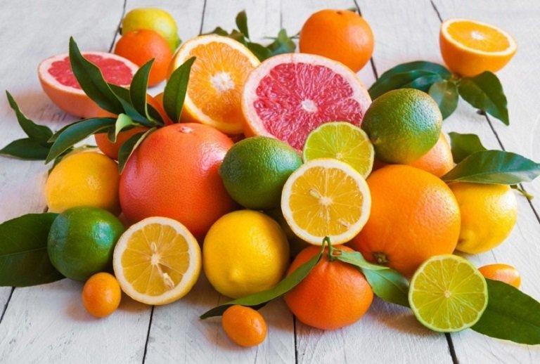 Người bị viêm khớp nên ăn nhiều trái cây có múi