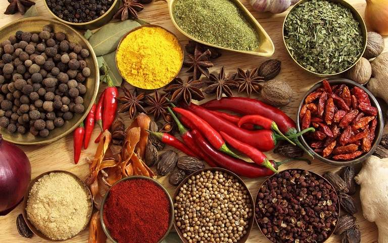 Các thực phẩm cay, nóng cũng là nguyên nhân phổ biến dẫn đến viêm họng cấp