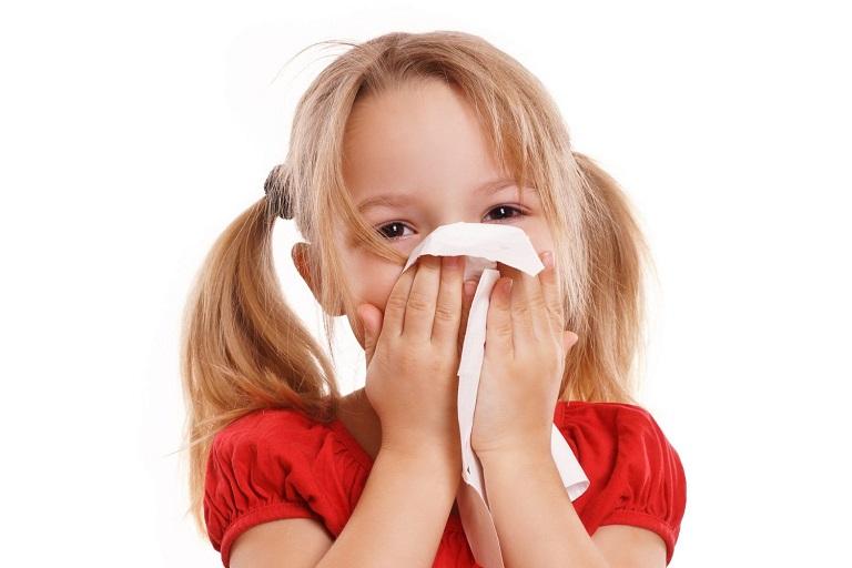 Có rất nhiều nguyên nhân dẫn đến tình trạng viêm họng ở trẻ