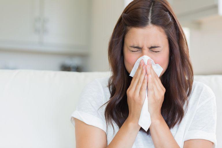 Ngạt mũi là triệu chứng thường gặp của bệnh
