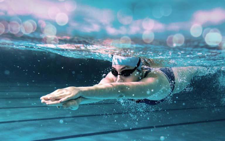 Trong một số trường hợp, bơi lội cũng là nguyên nhân dẫn đến bệnh