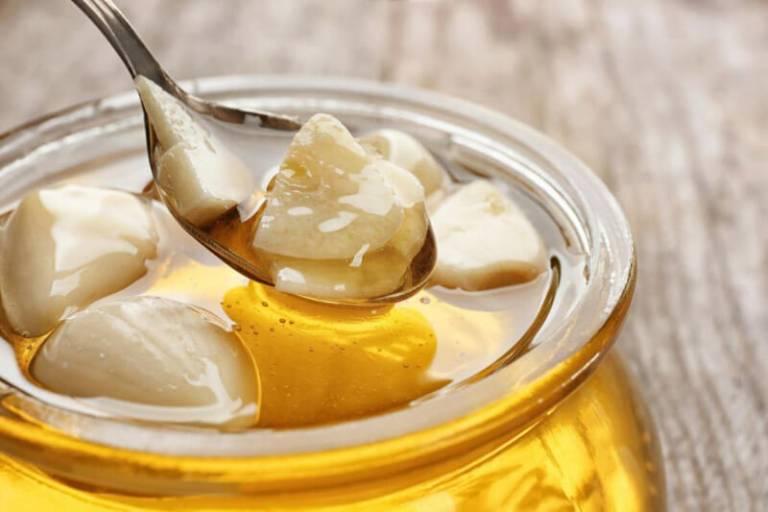 Tác dụng không ngờ của mật ong trong chữa viêm họng