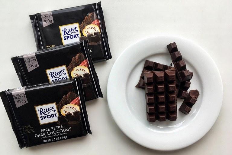 Yếu sinh lý nên ăn gì - Hãy ăn socola đen