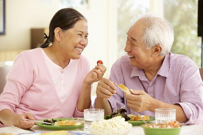 Người bệnh viêm đa khớp cần ăn uống khoa học để việc điều trị đạt hiệu quả cao