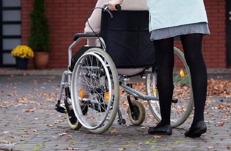 Người bị bệnh viêm đa khớp có nguy cơ bị bại liệt suốt đời nếu không điều trị sớm