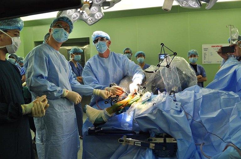 Phẫu thuật là biện pháp chữa viêm khớp gối hiện đại nhất hiện nay, nhưng cũng tiềm ẩn nhiều rủi ro