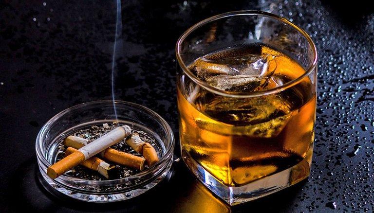 Bệnh nhân cần kiêng tuyệt đối bia rượu, thuốc lá để không ảnh hưởng đến quá trình điều trị