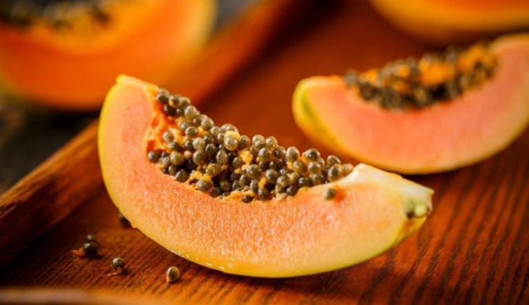 Hạt đu đủ có thể sử dụng để chữa vôi hóa cột sống