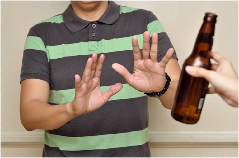 Không lạm dụng đô uống có cồn giúp ngăn ngừa rối loạn cương dương hiệu quả
