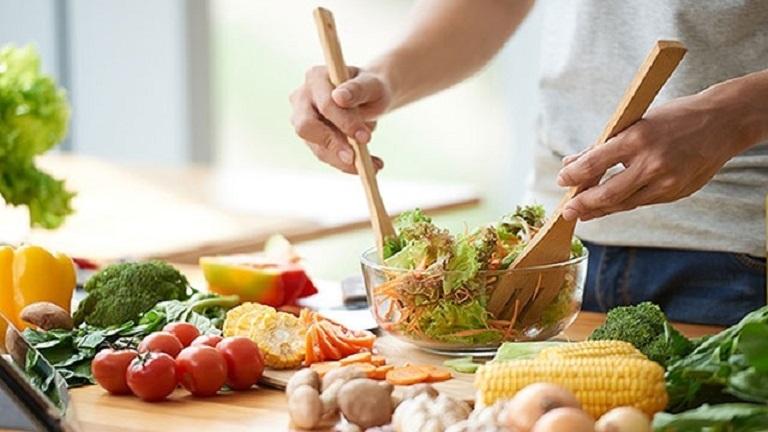 Khi chữa viêm lộ tuyến bằng Đông y, bạn cần có thói quen ăn uống lành mạnh