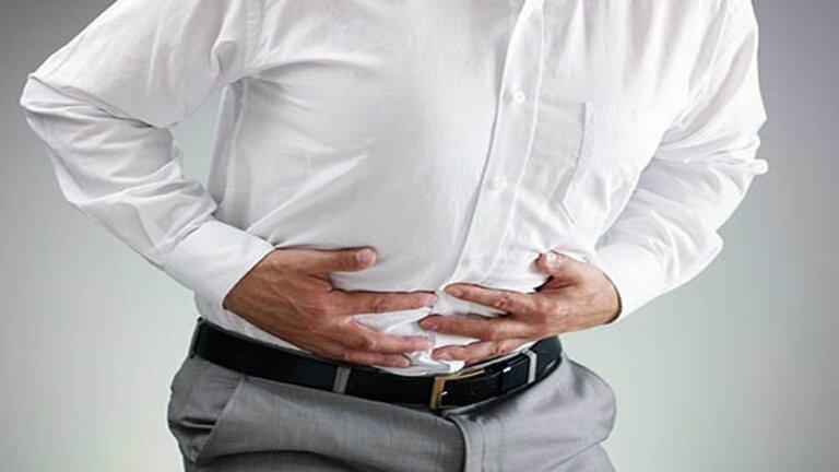Người bị sỏi thận hay nhiễm trùng thận cũng biểu hiện ra ngoài bằng những cơn đau tức hạ sườn
