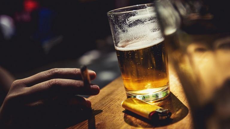 Tránh xa rượu bia chất kích thích nếu không muốn bệnh nặng thêm