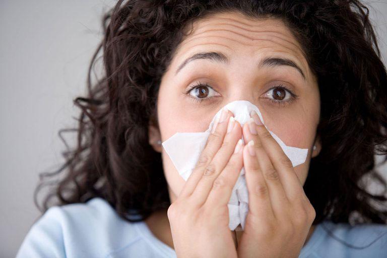 Người bệnh cần chú ý đến cách chữa viêm mũi dị ứng bằng tỏi sao cho an toàn và hiệu quả