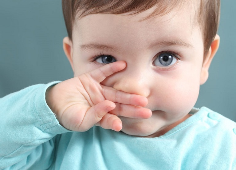 Bạn cần thận trọng khi sử dụng hạt gấc chữa viêm mũi dị ứng, đặc biệt là đối với trẻ em