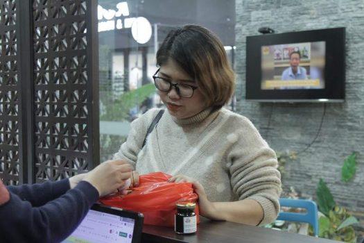 Chị Thanh lấy thuốc của Đỗ Minh Đường về sử dụng