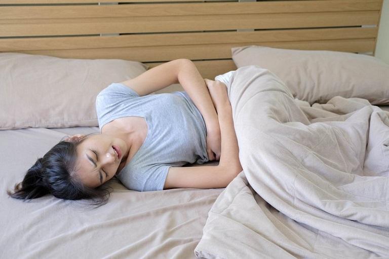 Rong kinh có thể khiến chị em bị đau bụng dưới
