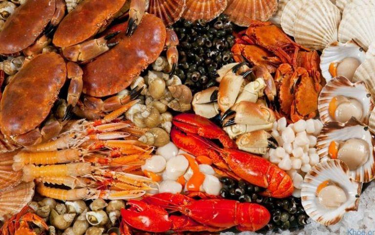 Đồ ăn hải sản rất dễ gây nặng lên tình trạng của bệnh nhân
