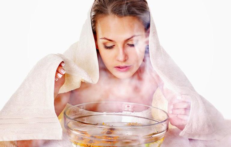 Cách chữa viêm mũi dị ứng bằng cây dao phổ biến nhất đó chính là xông hơi nước nóng