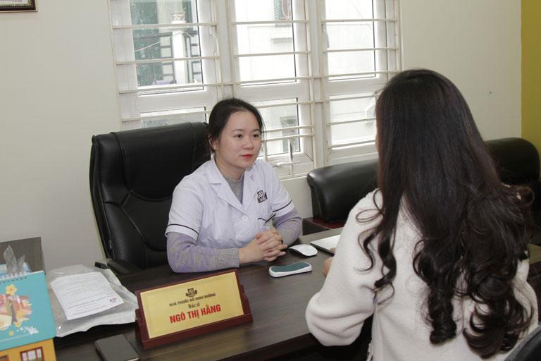 Bác sĩ Hằng là người khám và tư vấn điều trị cho chị Nhật