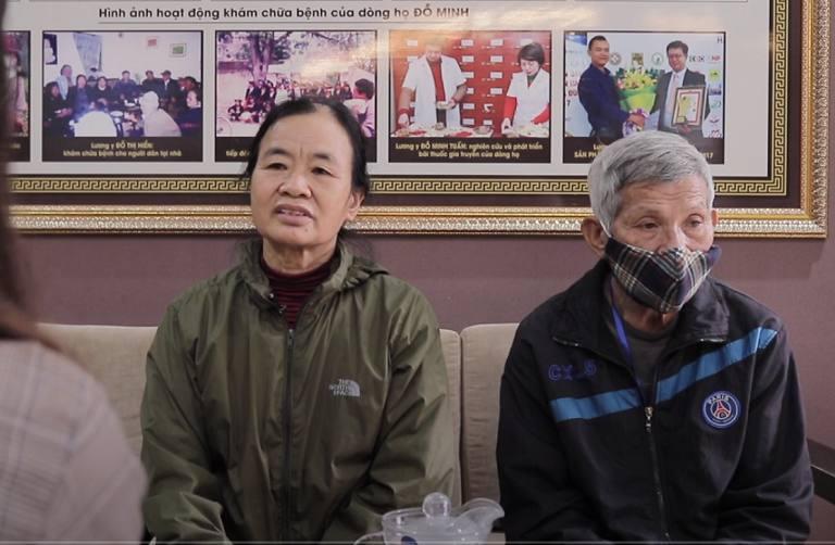 Cô Sình và chồng đến thăm khám bệnh tại Đỗ Minh Đường