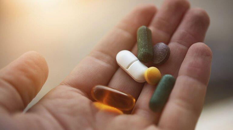 Việc dùng thuốc Tây y sẽ giúp rút ngắn thời gian điều trị, giúp bệnh mau khỏi