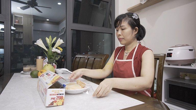 Lương y khuyên các bà nội trợ nên bọc đồ ăn đúng cách trước khi cho vào tủ lạnh