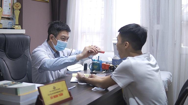 Hoạt động thăm khám của các bác sĩ nhà thuốc