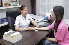 Bác sĩ Oanh là người khám, theo sát liệu trình điều trị của bệnh nhân