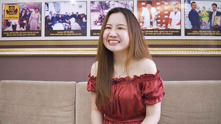 Chị Ly vui vẻ với kết quả điều trị tại Đỗ Minh Đường