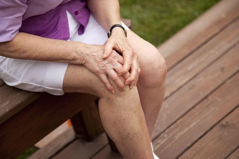 Viên khớp gây đau nhức, xưng tấy, khó khăn khi vận động