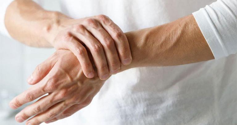 Tuổi cao gây thoái hóa khớp là một trong những nguyên nhân gây viêm khớp