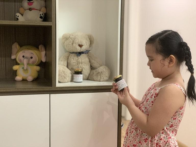 Thuốc rất tiện lợi khi sử dụng nên bé Hà Phương có thể tự pha thuốc uống mỗi ngày mà không cần mẹ nhắc nhở