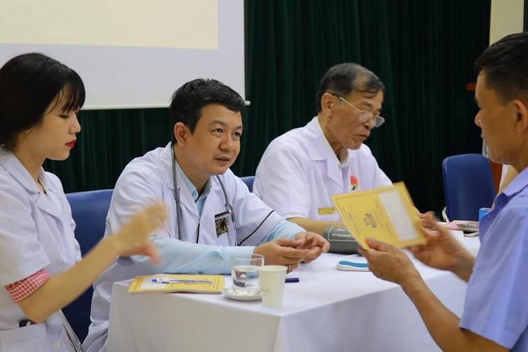 Đỗ Minh Đường tham gia chương trình khám bệnh miễn phí cho thành viên Hội Âm nhạc Hà Nội