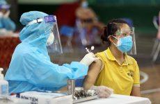 Nhiều người gặp tình trạng nổi mề đay sau tiêm vacxin